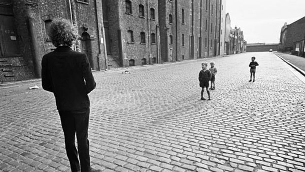 Barry Feinstein (American, born 1931). Bob Dylan with Kids, Liverpool, 1966