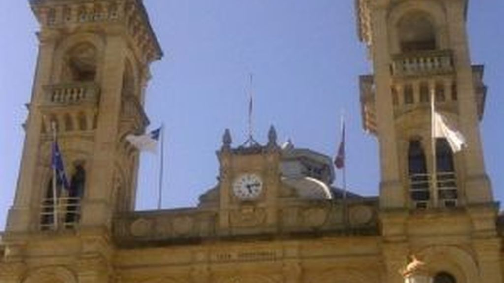 La bandera vuelve a ondear en San Sebastián
