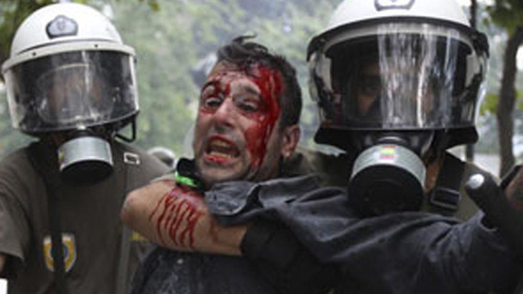 Los disturbios se han saldado con centenares de heridos.