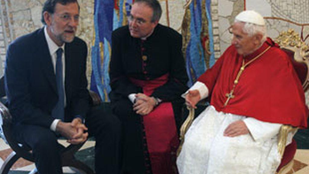 El papa Benedicto XVI durante el encuentro que ha mantenido con el líder de la oposición, Mariano Rajoy. Foto: EFE