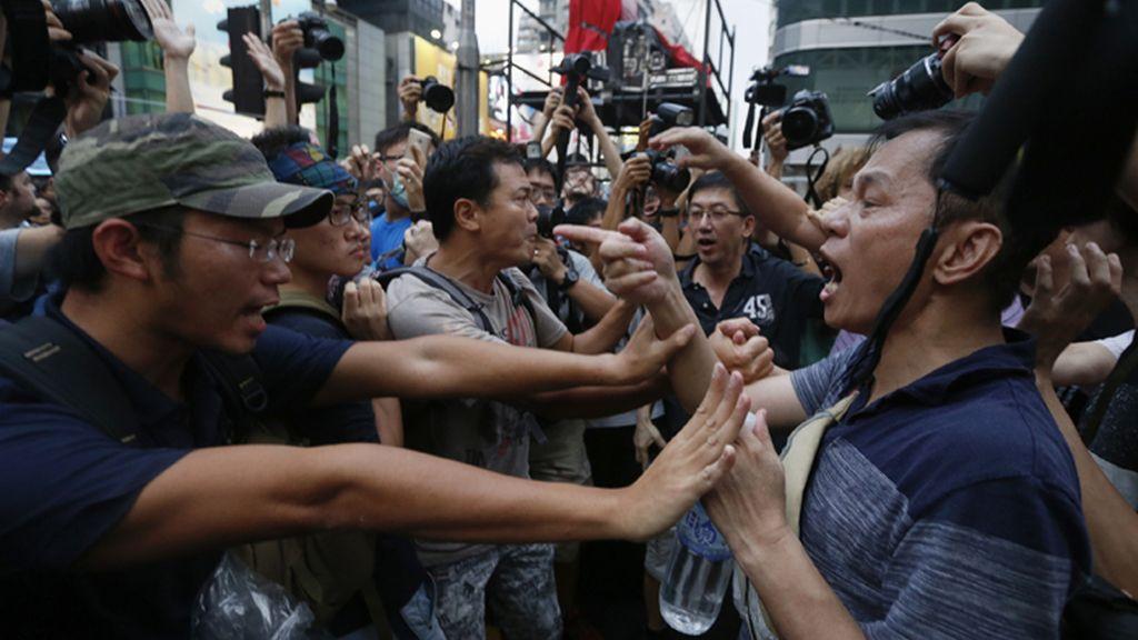 Múltiples enfrentamientos físicos y verbales en la zona ocupada en Hong Kong