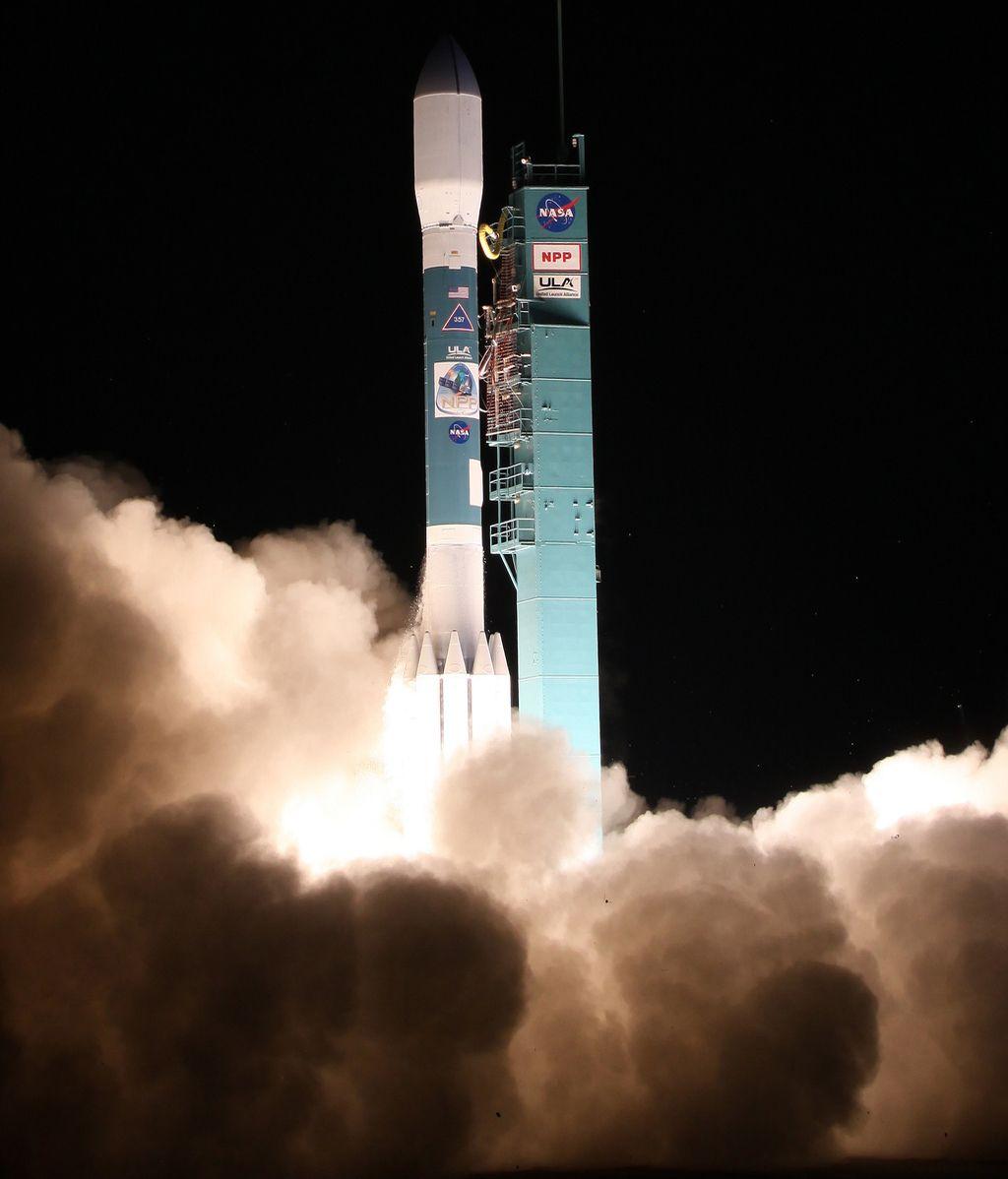 La NASA lanza el satélite Delta II