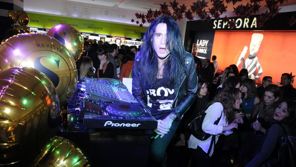 Mario Vaquerizo se encargó de la música en el cumpleaños de Sephora