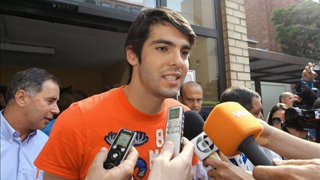 """El jugador brasileño del Real Madrid Ricardo Izecson Dos Santos, """"Kaká"""", habla con los medios. EFE/Archivo"""