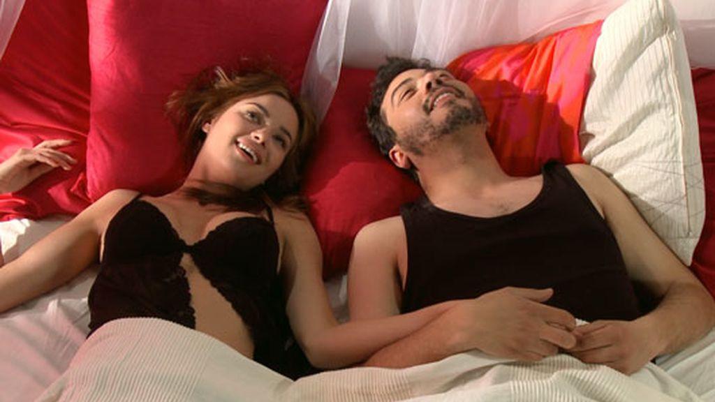 ¡Dafne, pillada en la cama con otro!