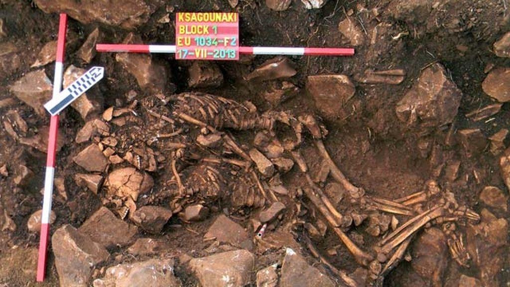 Descubren unos esqueletos abrazados que podrían tener más de 6000 años