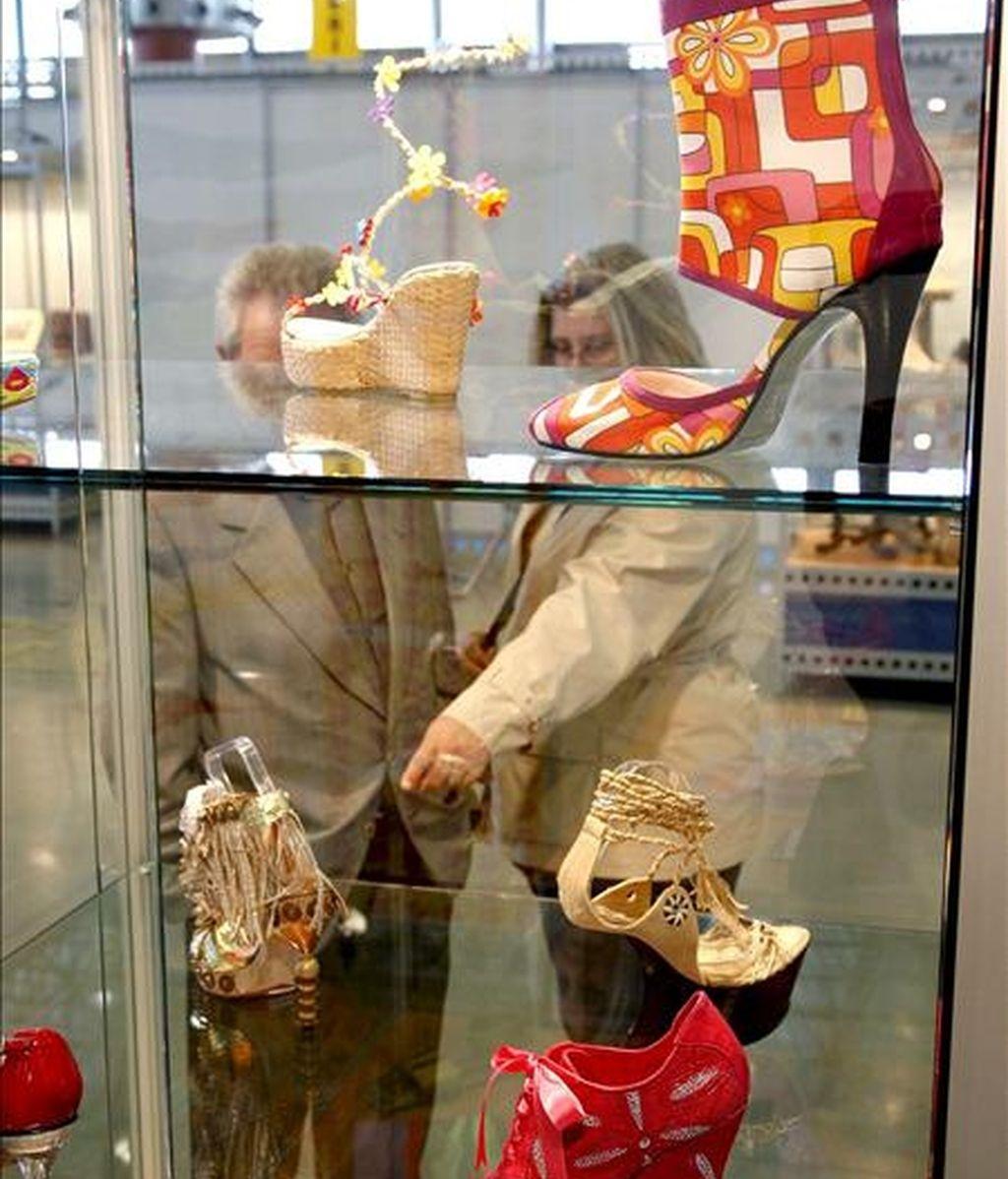 Naturaleza y ciudad, libertad de movimientos y responsabilidad urbana. Así vendrá definida la moda para la primavera-verano 2012 según ha establecido el Comité de Moda de la Asociación de Componentes y Maquinaria para el Calzado (AEC). EFE/Archivo