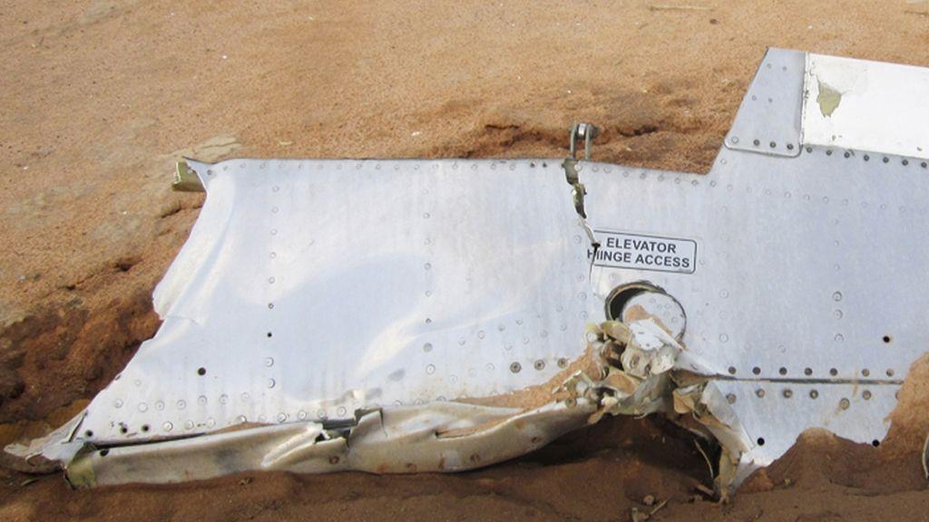 Restos del avión de Swiftair estrellallado en Mali