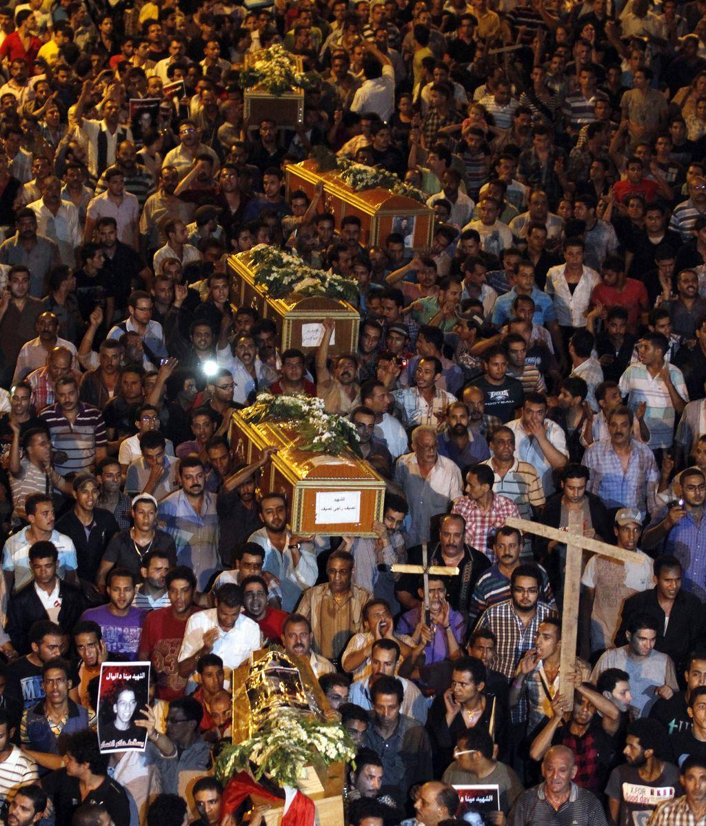 Masivo funeral en El Cairo