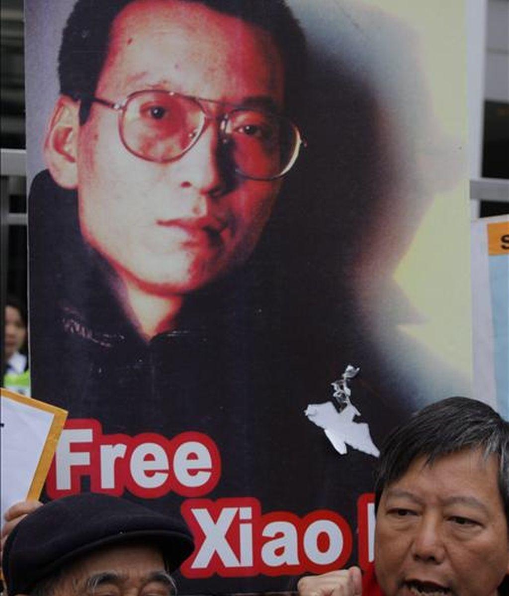 El premio nobel de la Paz Liu Xiaobo, que cumple condena de once años de cárcel por pedir democracia en su país, rechaza la idea del exilio en caso de que lograra la libertad, señaló hoy a Efe uno de sus abogados. EFE/Archivo