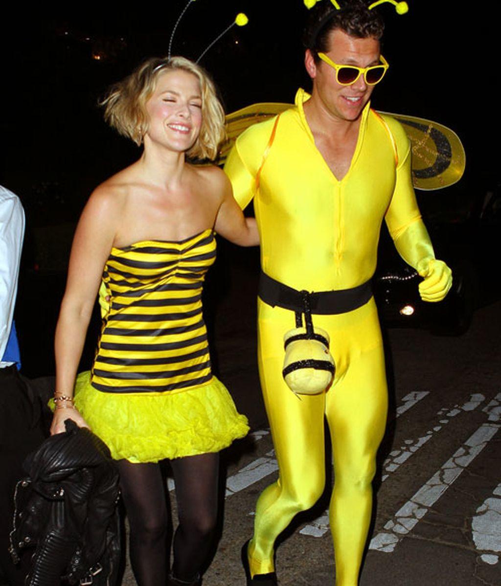 Caperucitas, abejas, cenicientas y mucho músculo, entre los disfraces de las celebs