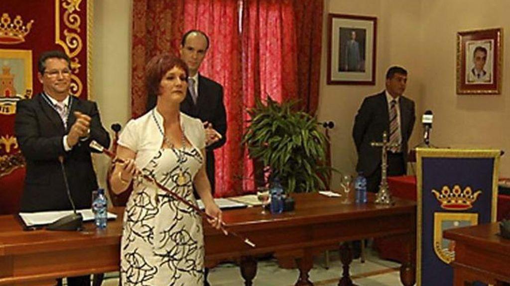 Isabel María Fernández en el momento de ser elegida alcaldesa de Chipiona.