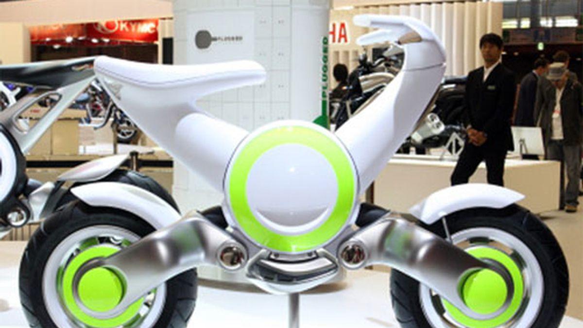 Yamaha presenta una moto electrica con diseño futurita y baterías de litio.ion. Foto: Salón del automóvil de Tokio.