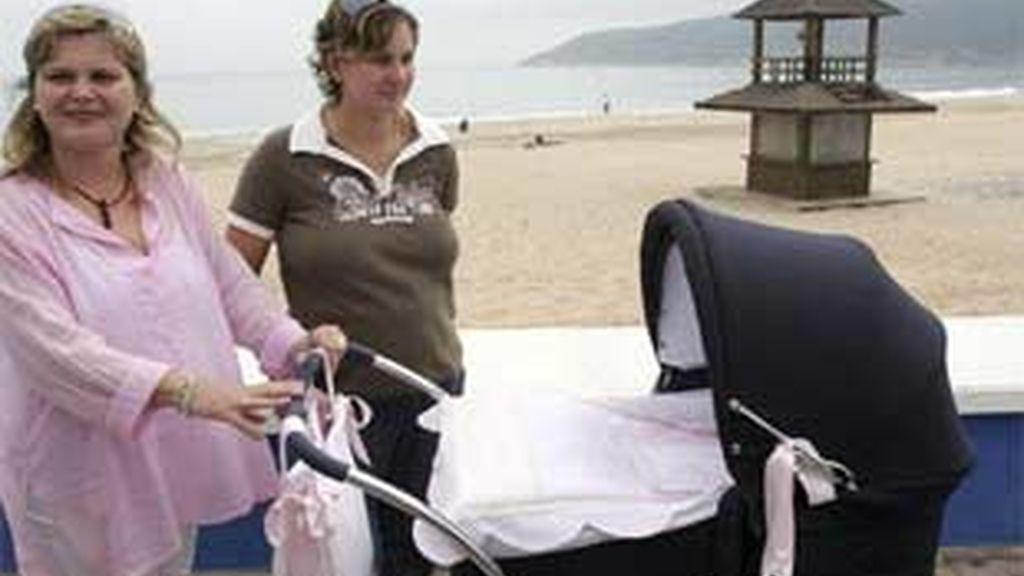 Pocos días atrás, una pareja de lesbianas fue noticia en Francia por ser la primera pareja de chicas en adoptar un bebe.