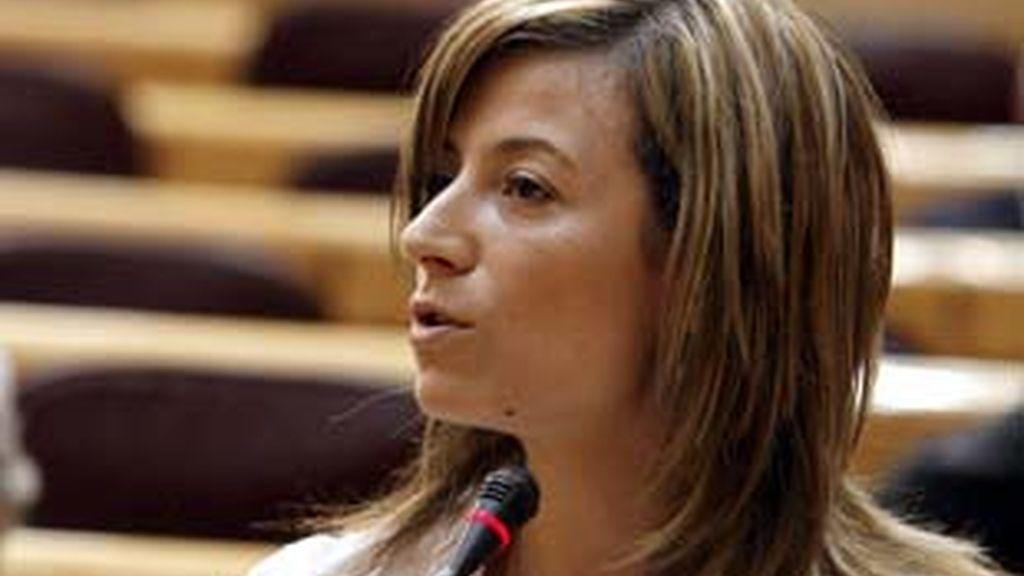 La ministra de Igualdad, Bibiana Aído, aclara la polémica en torno a la biblioteca para mujeres. Video: Informativos Telecinco