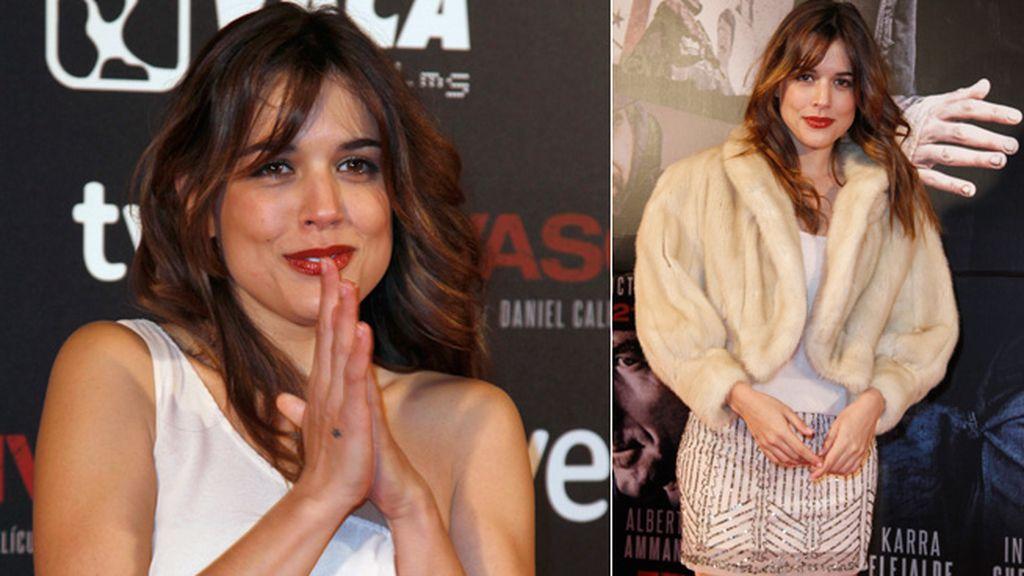 La actriz eligió un veraniego vestido de Zara pero tuvo que abrigarse