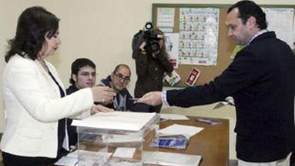 En Galicia ha votado un hombre de 102 años. Vídeo: Informativos Telecinco.