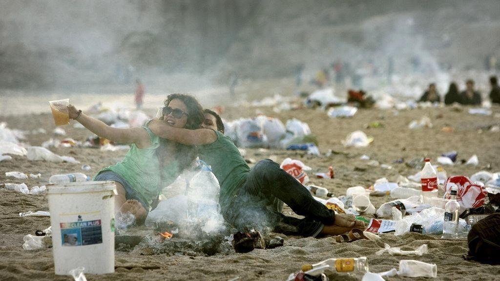 Residuos en la playa, esta mañana en Valencia