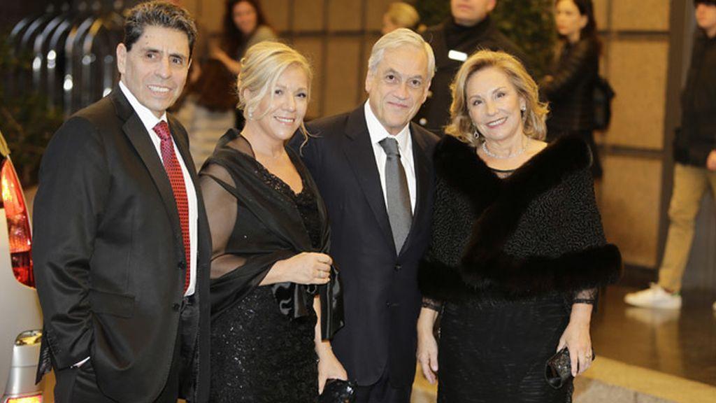 Sebastián Piñera en la celebración del cumpleaños de Mario Vargas Llosa