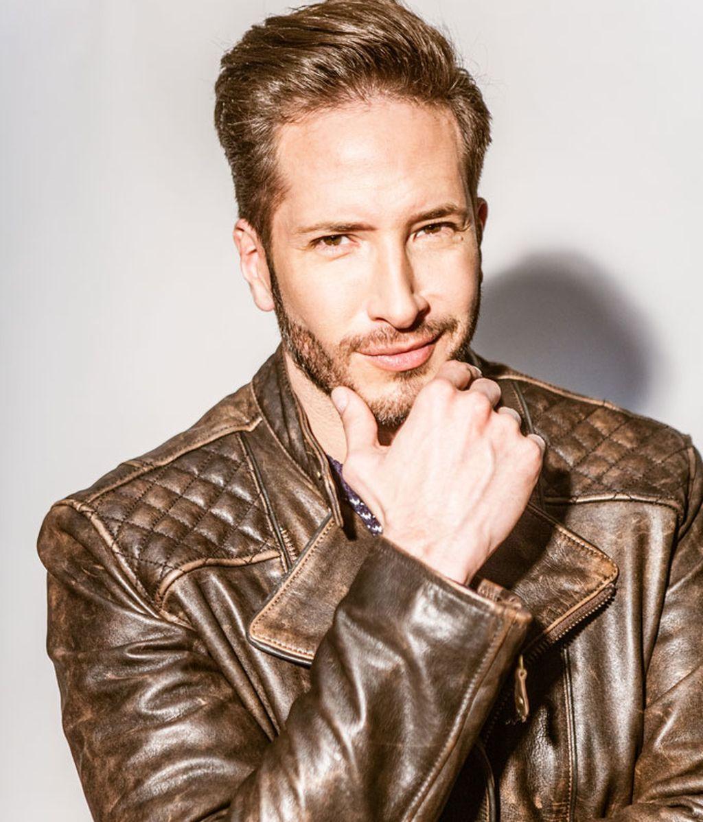 Miguel (Rodrigo Cuevas), el novio de Claudia, vanidoso y clasista