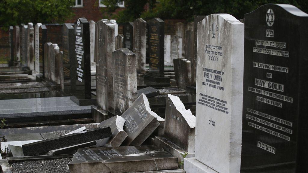Vandalismo en un cementerio judío