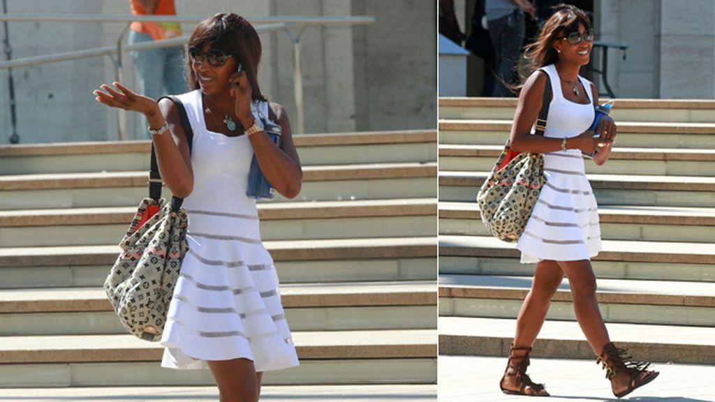 Naomi Campbell le da un toque boho-chic a este fabuloso vestido