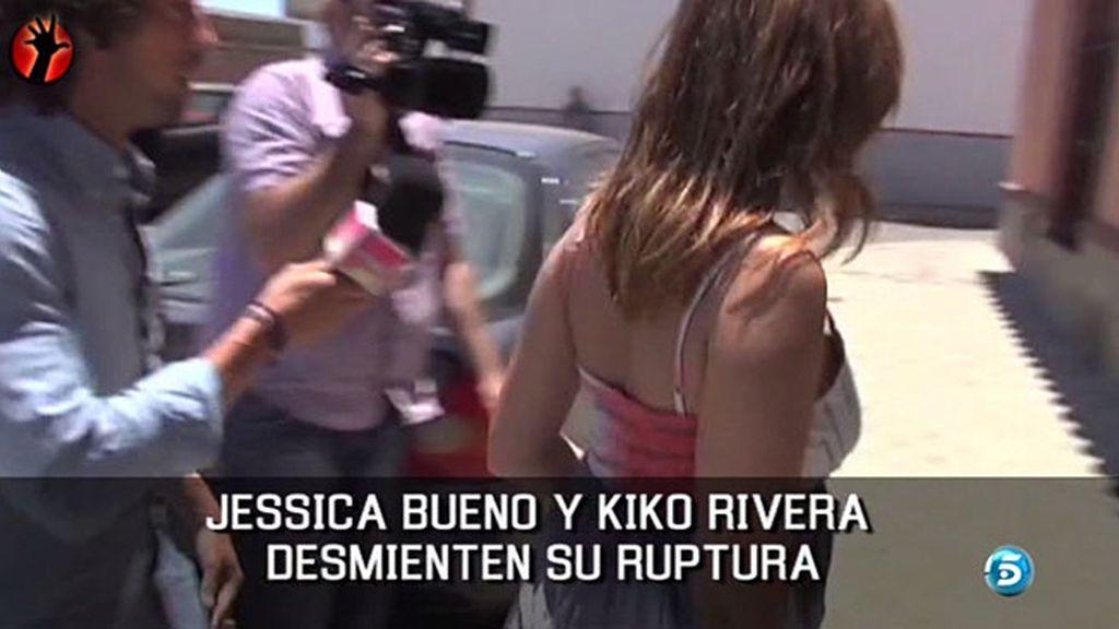 Llegan juntos a la casa de la modelo en Sevilla