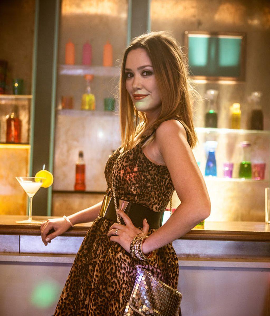 Patricia (Claudia Medina), la novia de André y aspirante a actriz