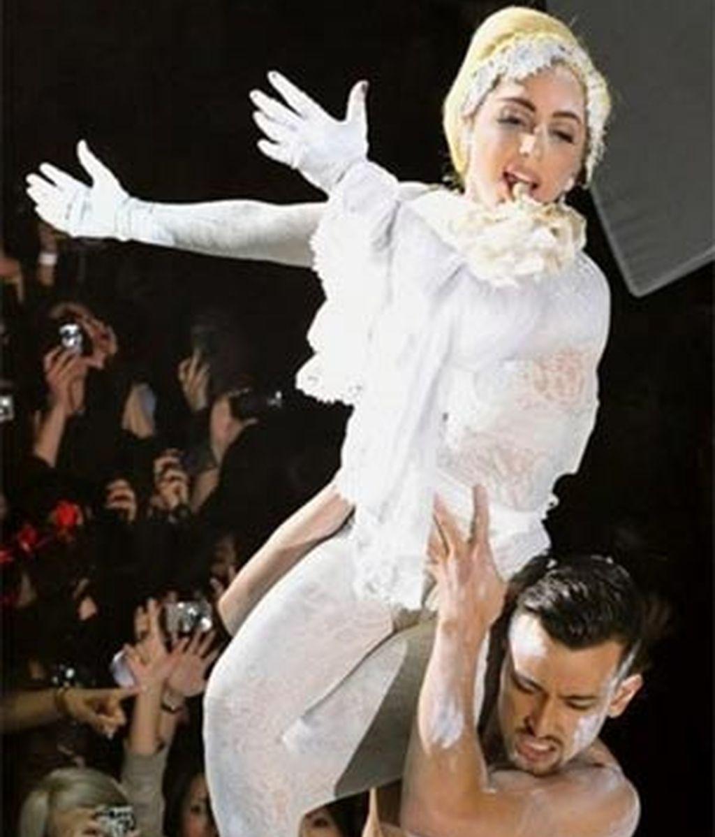 Lady Gaga en un momento de su concierto benéfico en Tokio. Foto: AP