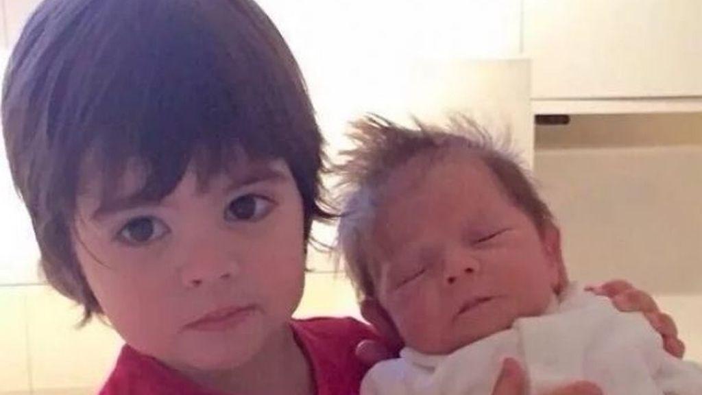 Milan con el pequeño Sasha