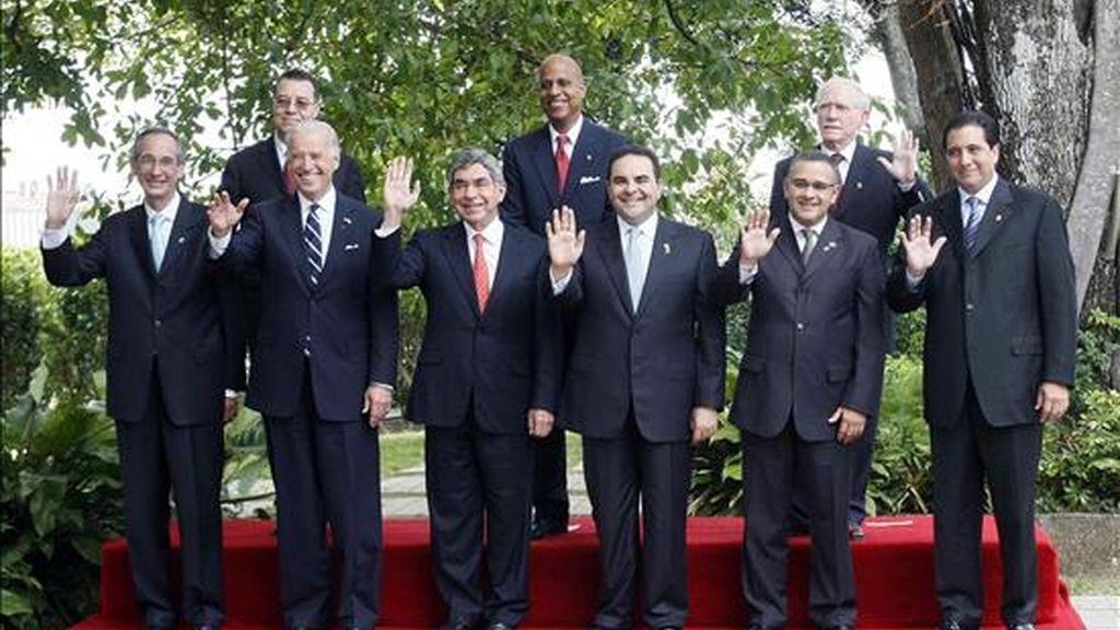 """El vicepresidente de EE.UU. se reunió en San José con representantes de los siete países de la región, a los que aseguró que la gestión Obama propone """"nuevas reglas de transparencia y responsabilidad"""". EFE"""