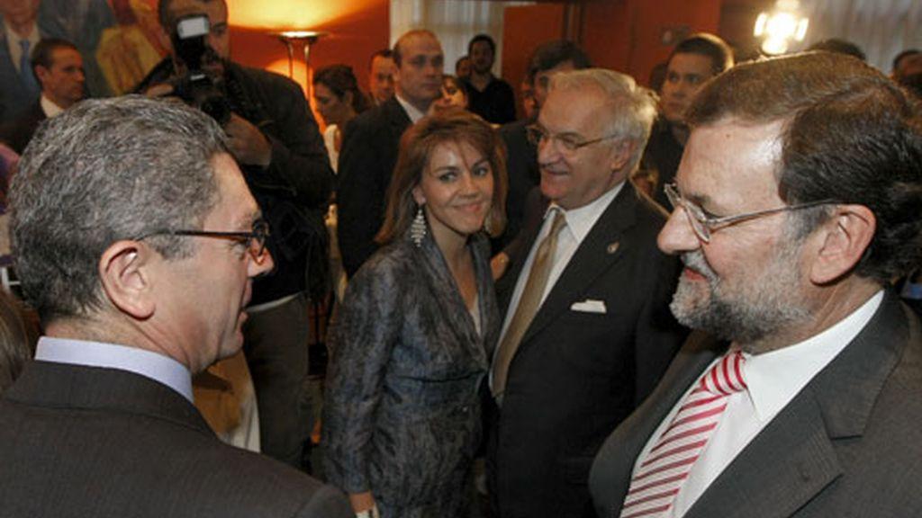 """Gritos de """"Rajoy dimisión"""" ante la sede del PP. Vídeo: Atlas"""
