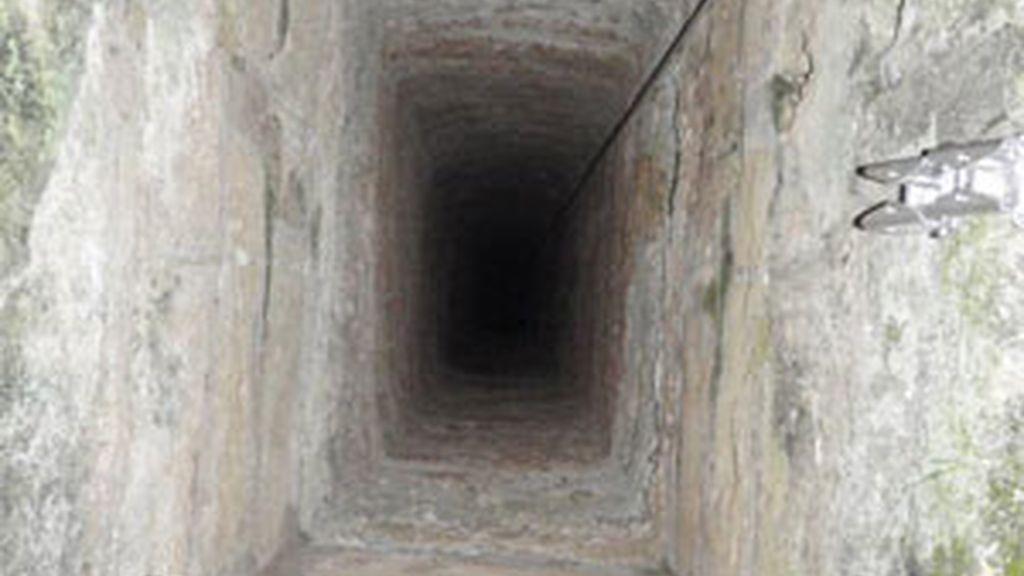 Imagen del pozo donde cayó el agente de policía. Foto: Diario de Mallorca.