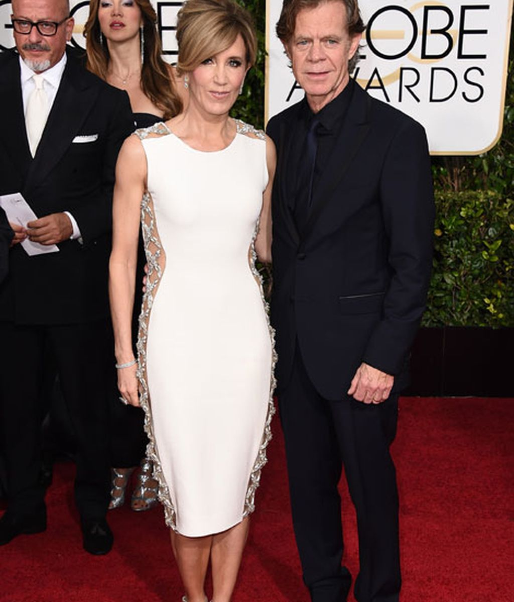 Felicity Huffman y William H. Macy en la alfombra roja de los Globos de Oro