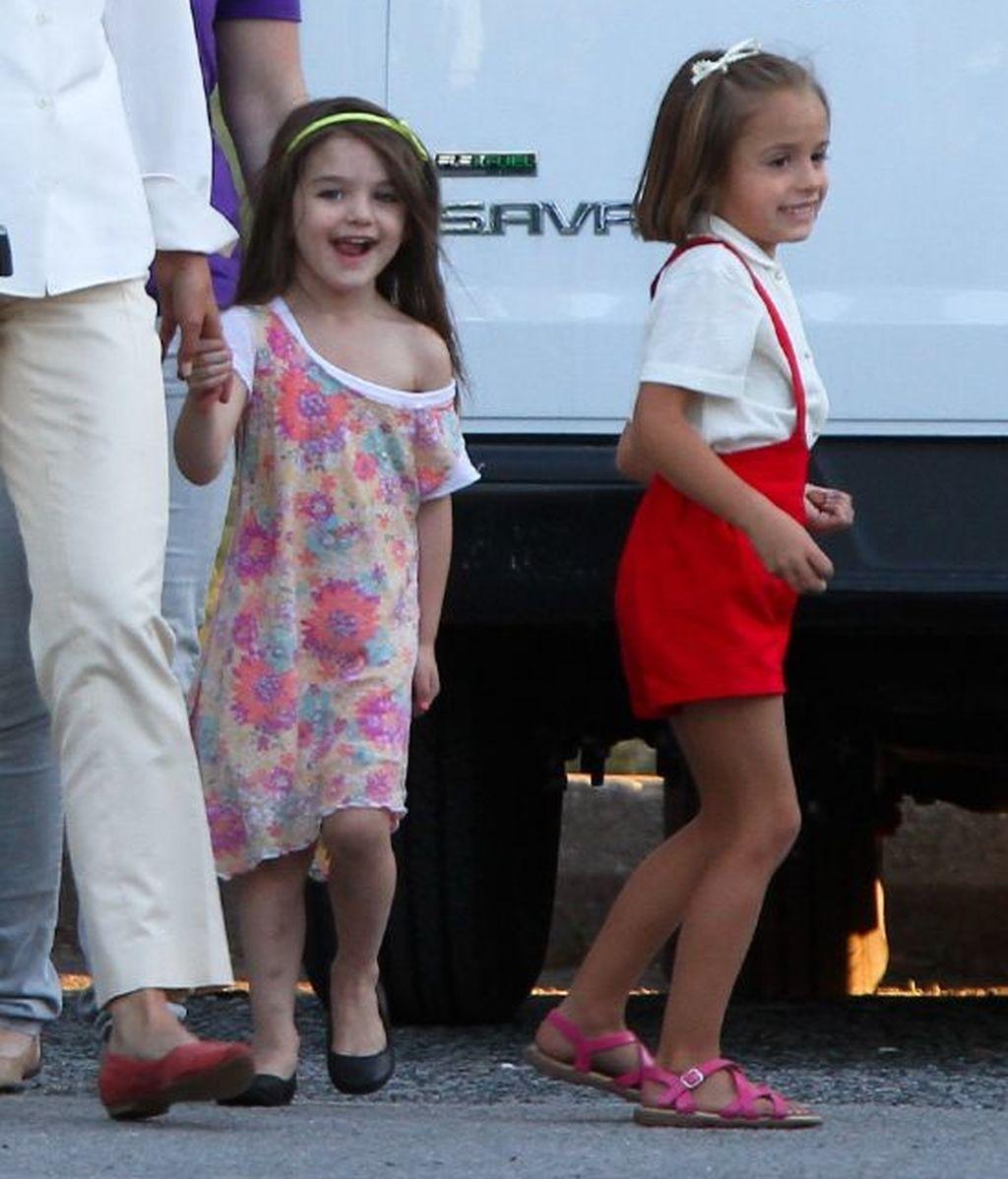 Suri Cruise acompaña a su madre en el rodaje de 'Los Kennedy'