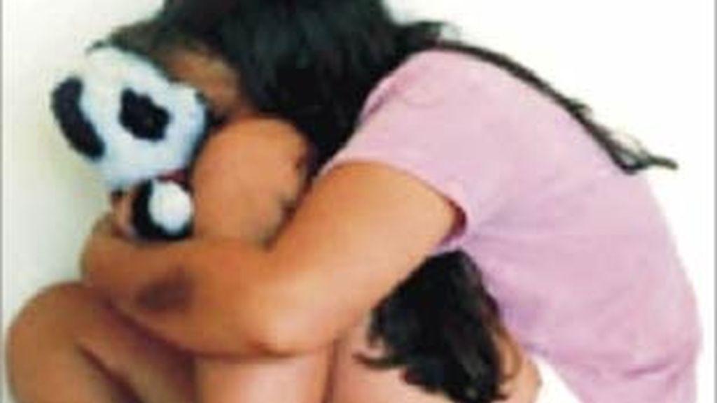Sus compañero la desnudaban a diario y procedían a abusar de ella en Welsh School.