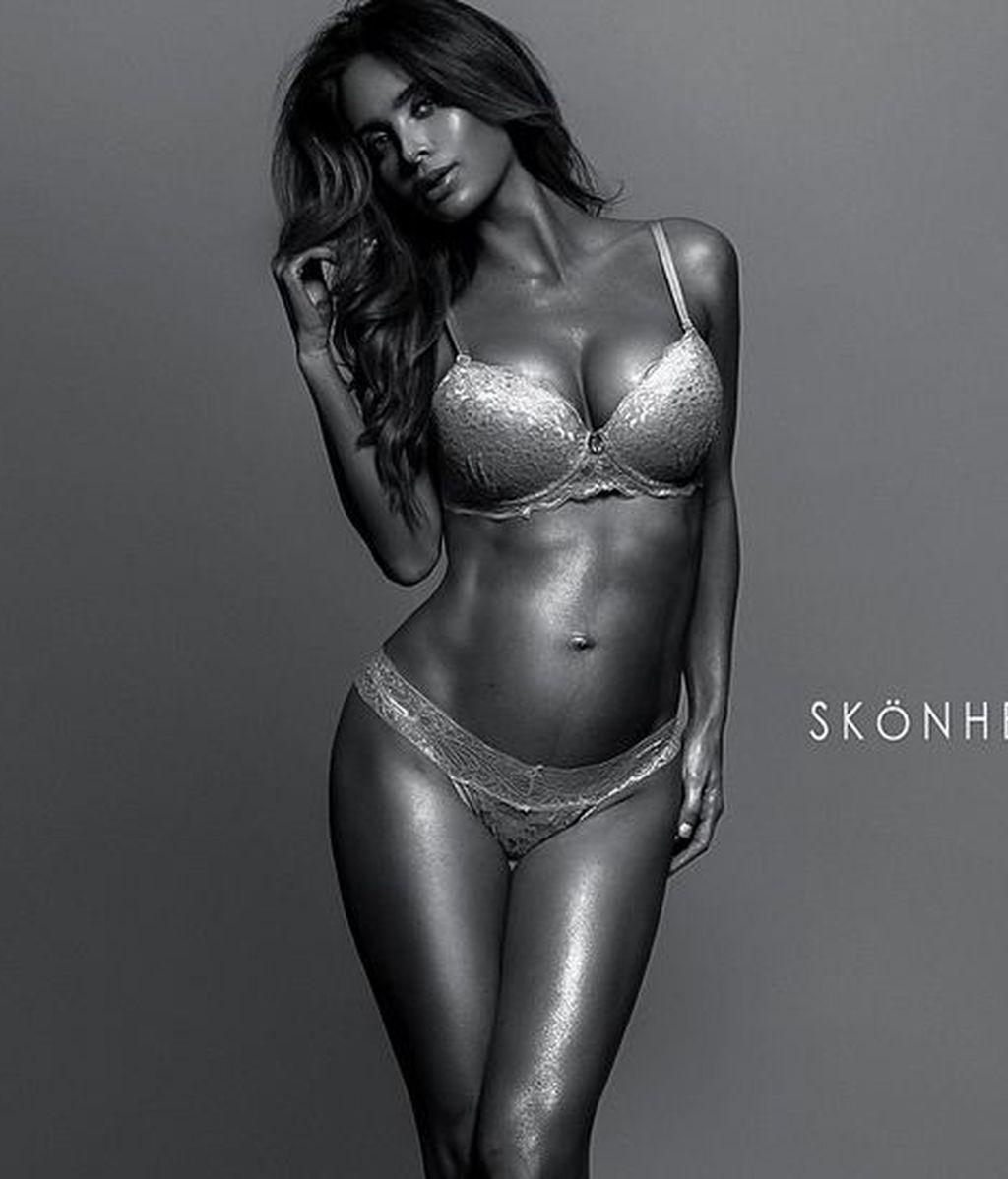 El asombroso aspecto físico de una modelo embarazada de ocho meses