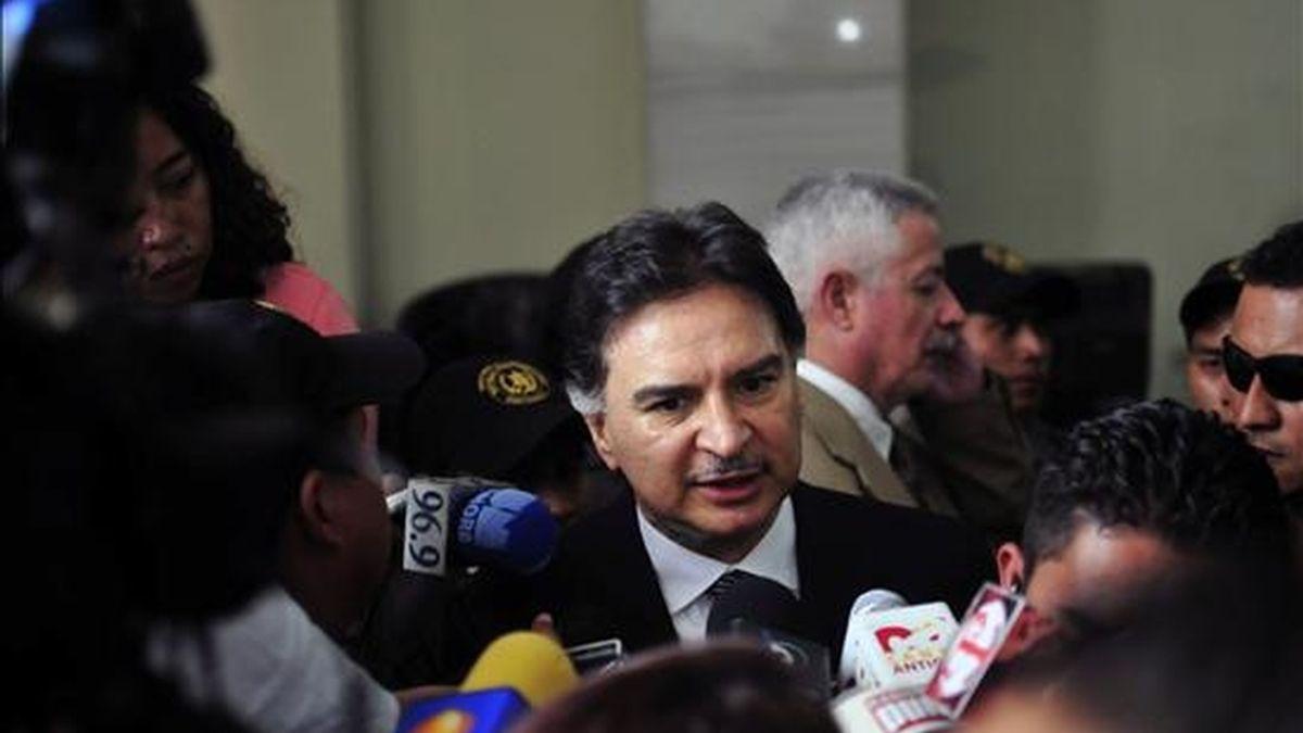 El ex presidente guatemalteco Alfonso Portillo (c) (2000-2004) ha asegurado que los delitos que le imputan son una persecución política en su contra, y hasta ahora su abogado no ha podido detener su extradición a Estados Unidos. EFE/Archivo