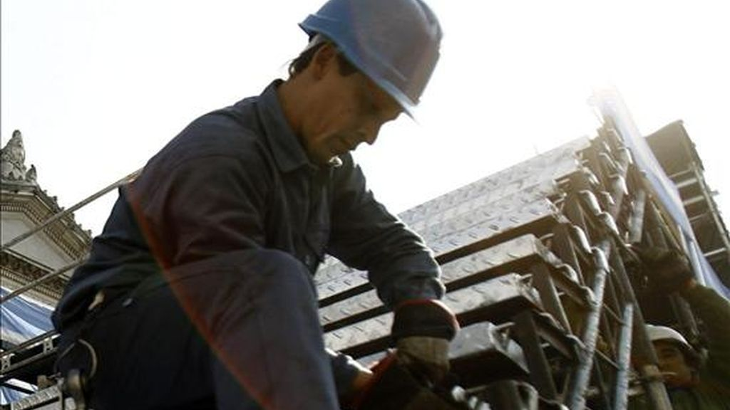 Expertos de Iberoamérica descartan un aumento de accidentes de trabajo por las medidas relacionadas con reducción de costes a causa de la crisis económica mundial. EFE/Archivo
