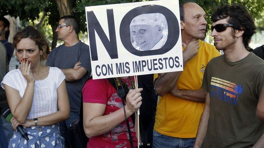 Manifestantes contrarios a las rebajas al transporte de los peregrinos del JMJ