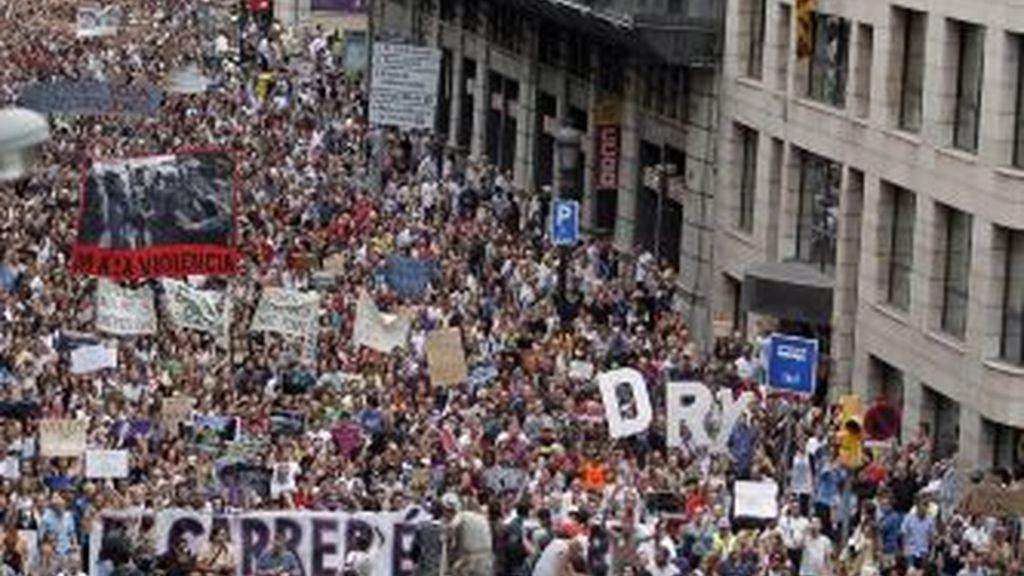 """Miles de personas """"indignadas"""" pertenecientes al movimiento 15-M. EFE"""