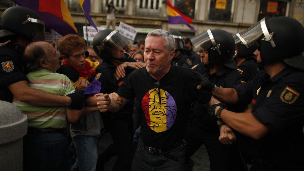 Detienen al exmiembro de AP Jorge Verstrynge que se manifestaba por la República