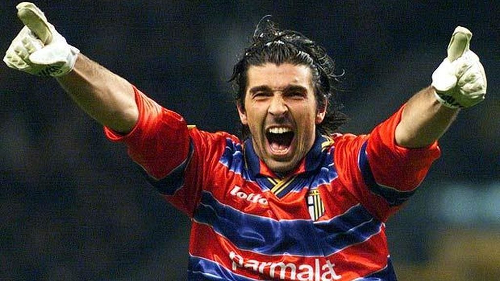 'Gigi' Buffon debutó en el club que le vio crecer con los guantes