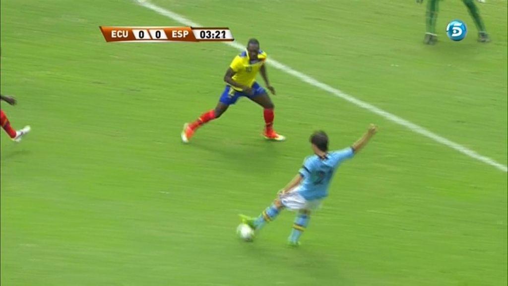 David Silva envió un balón al poste a los dos minutos