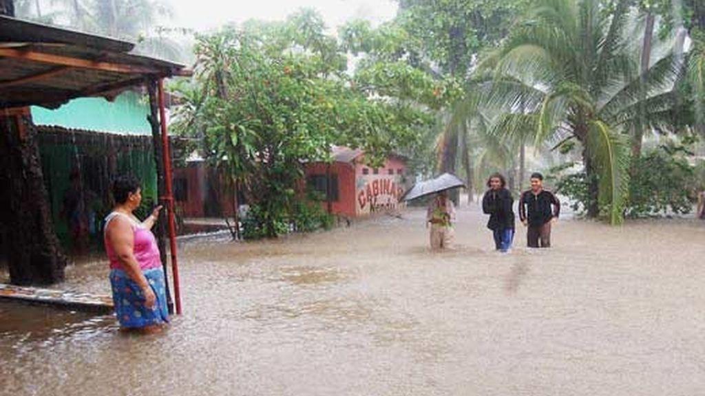 Habitantes de la provincia de Puntarenas (Costa Rica) afectados por las inundaciones. Vídeo: Informativos Telecinco.