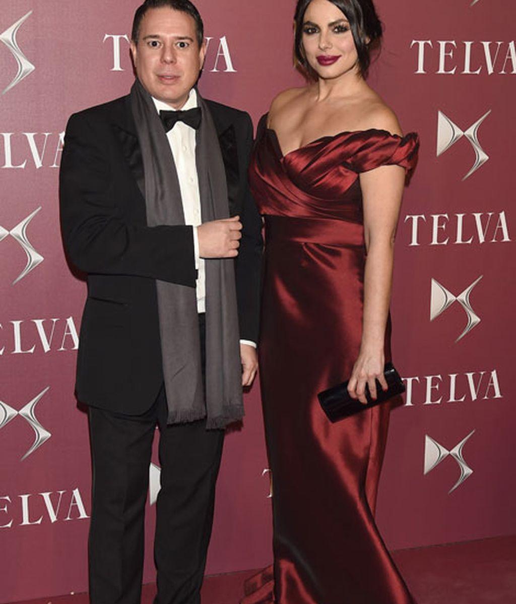 Marisa Jara junto al diseñador de su vestido, Hannibal Laguna
