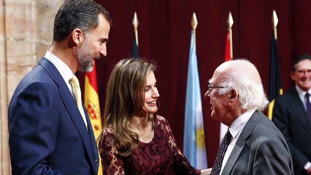 Don Felipe y doña Letizia se reúnen con los galardonados
