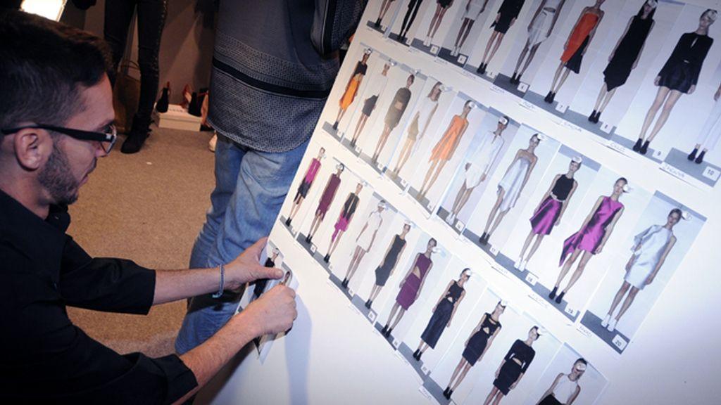 En el backstage de Amaya Arzuaga pudimos echar un vistazo al orden de salida de los modelos