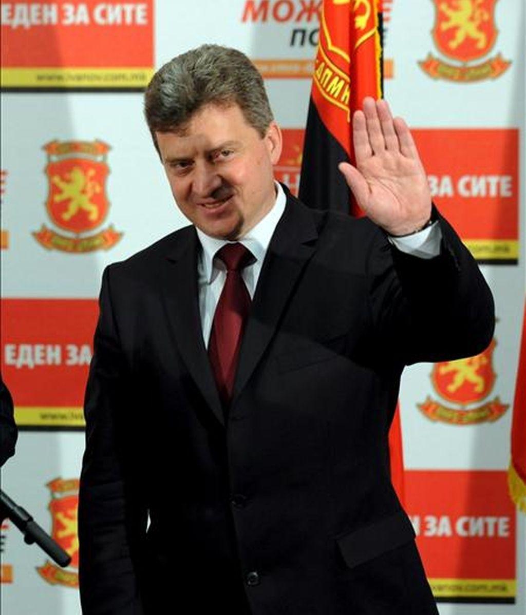 El candidato presidencial por el gobernante partido Organización Revolucionaria Macedonia del Interior (VMRO-DMPNE) celebra en Skopje (Macedonia), tras su victoria en las elecciones presidenciales y locales en el país. EFE