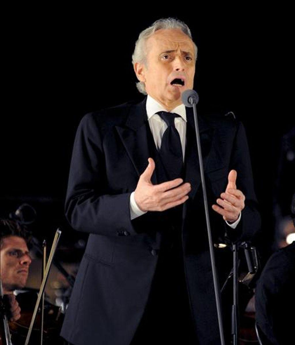 El tenor José Carreras durante el concierto que ofreció el pasado 25 de julio, en el teatro del Silenzio, en las colinas cerca de Lajatico, en la provincia de Pisa (Italia). EFE